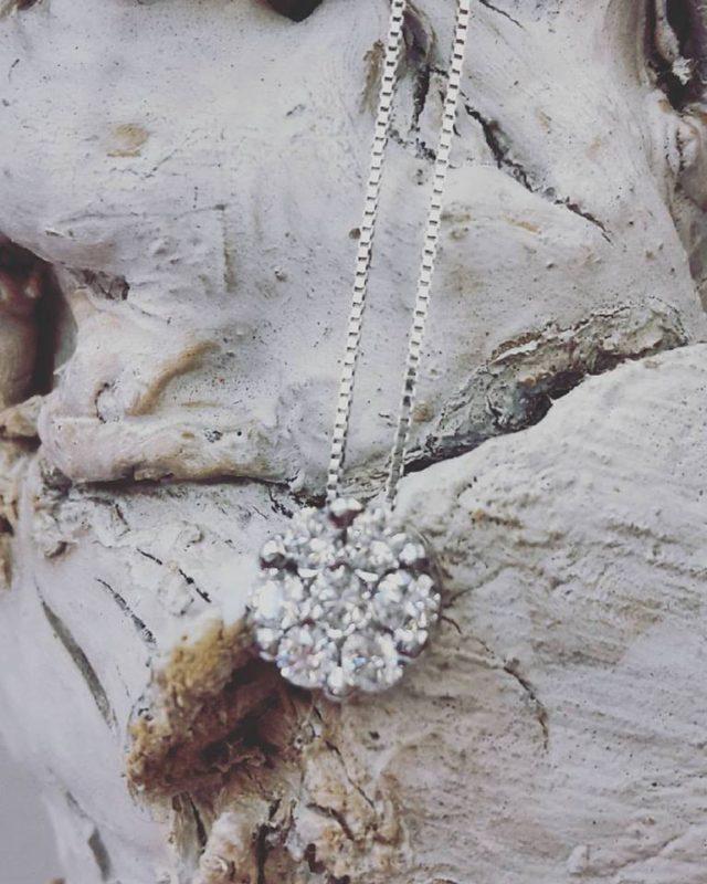 ciondolo oro bianco con diamanti